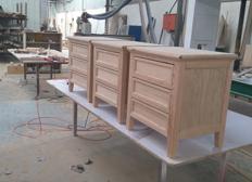 实木小方柜生产现场
