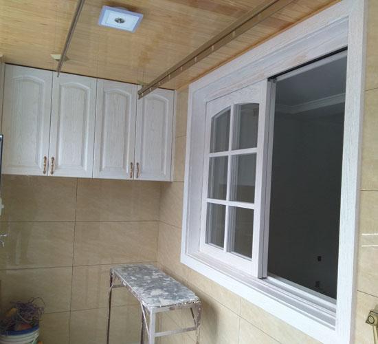 厨房实木整装效果