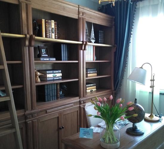书房实木定制书柜和书桌椅子